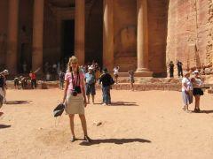 Иордания, Петра,  у Сокровищницы