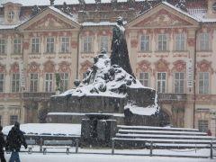 Завируха метель, завируха - заметает Прагу!