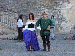 Театрализованное представление у Папского дворца.