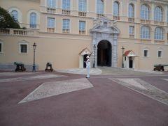 Караул у дворца принца Монако