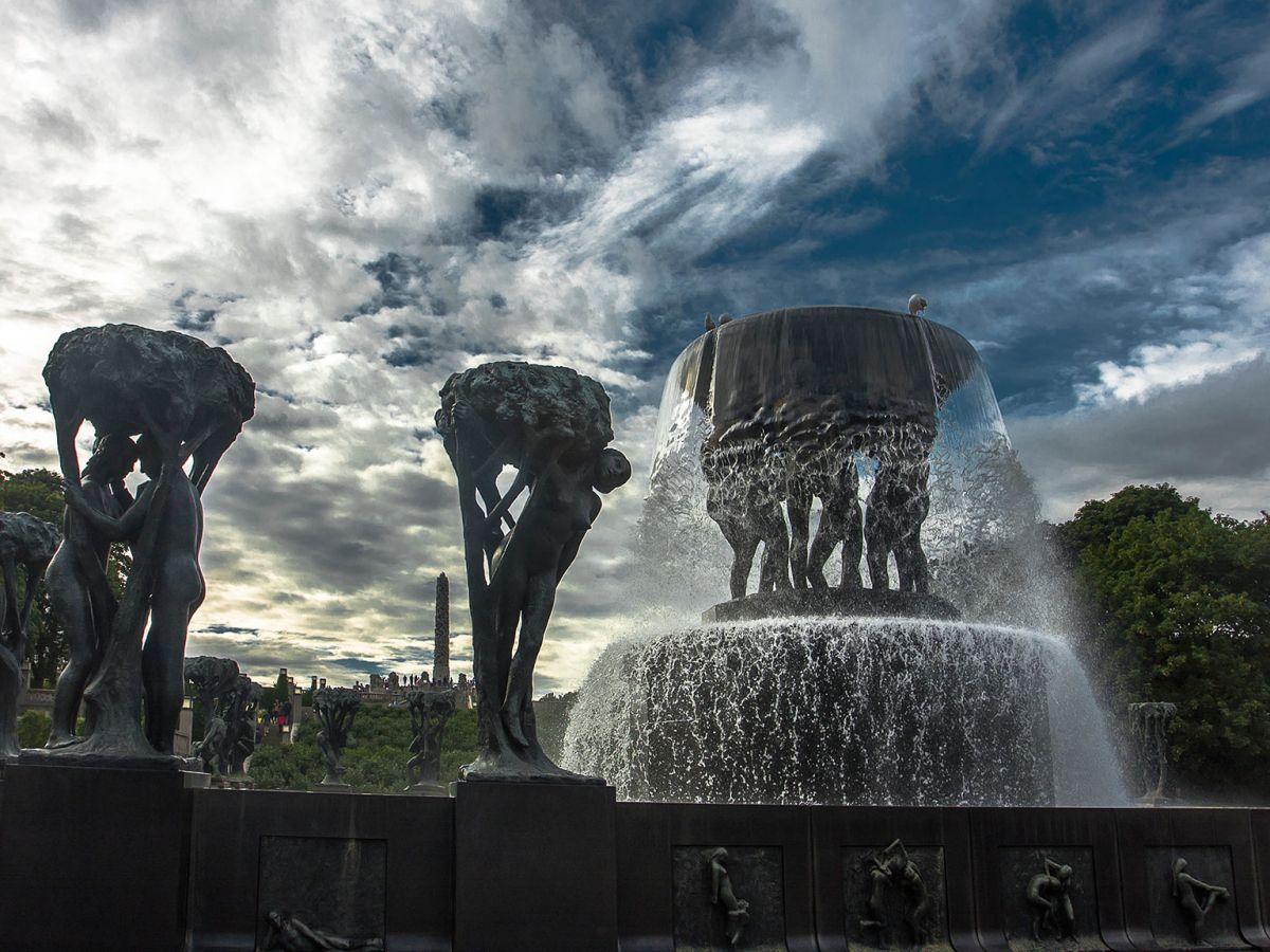 Парк скульптур Вигеланда в Осло_ФОНТАН