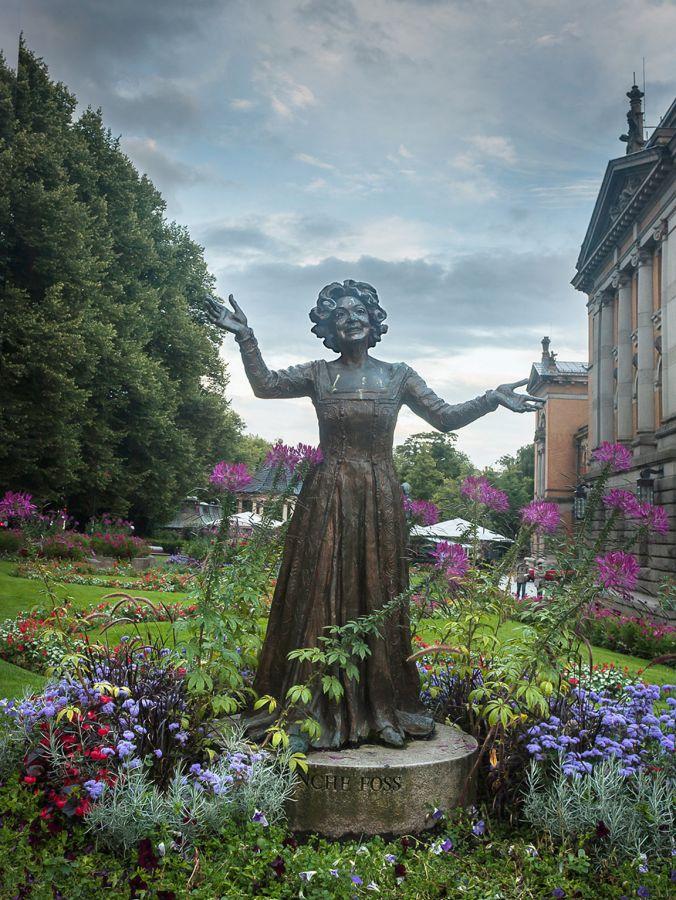 Памятник актрисе Венке Фосс в Осло