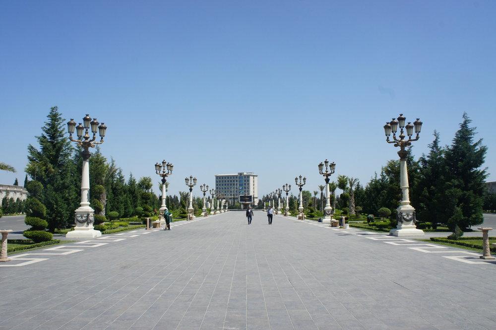DSC02902  Азербайджан Гянджа парк Гейдара Алиева.JPG