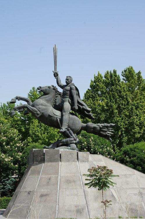 DSC03370    Армения Ереван  Памятник    полководцу Андранику  .JPG