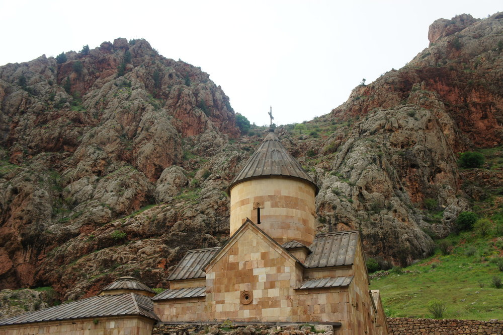 DSC03646  Армения монастырский комплекс %22Нораванк%22 Красные скалы  .JPG