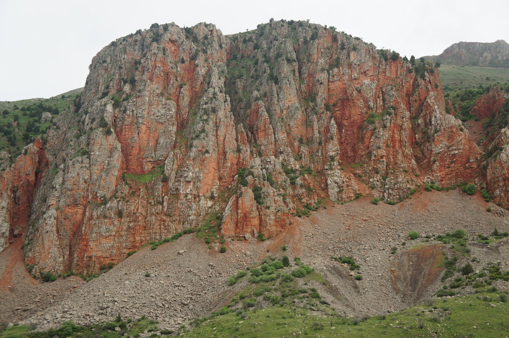 DSC03641  Армения монастырский комплекс %22Нораванк%22 Красные скалы  .JPG