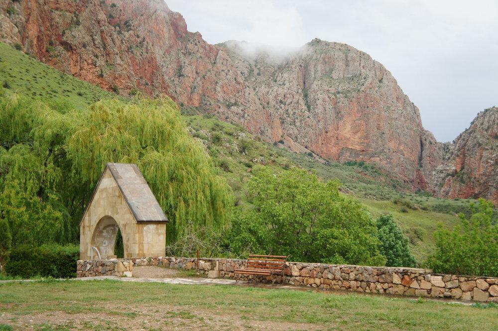DSC03643  Армения монастырский комплекс %22Нораванк%22 Красные скалы  .JPG