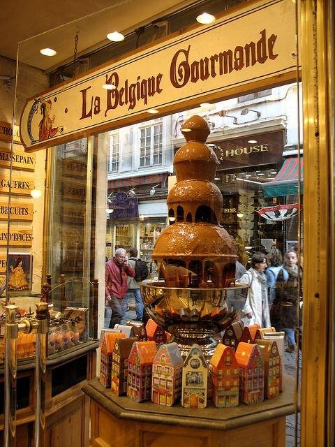 c3a5731d63100be6a6d0ef7c7b83f46d--chocolate-heaven-chocolate-shop[1].jpg