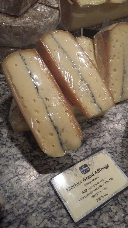 Сыр Морбье в Шамони.jpg