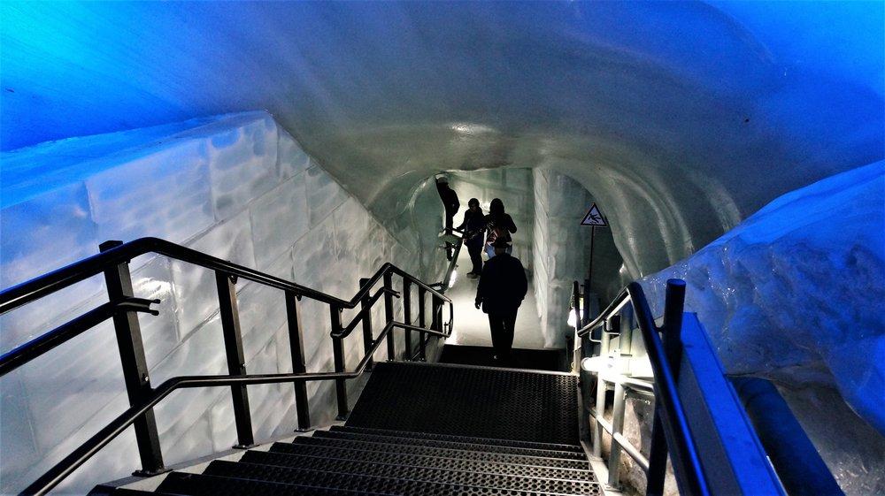 18.06.25_212_ на Юнграуйох_ Ледниковый дворец.JPG