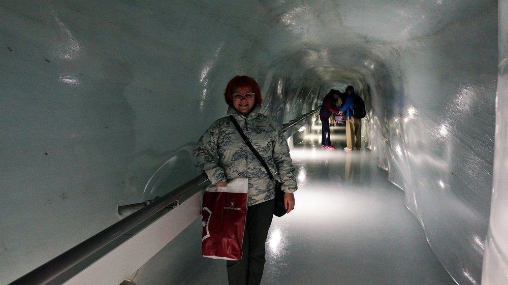 18.06.25_222_ на Юнграуйох_ Ледниковый дворец.JPG
