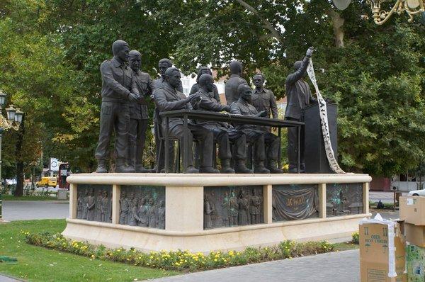 12668.Скопье.Памятник Антифашистскому собранию по народному освобождению Македонии (АСНОМ).jpg
