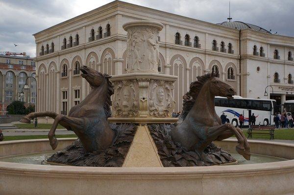 12626.Скопье.пл Филиппа II.Фонтан «Кони».jpg