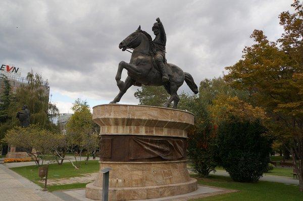 12677.Скопье.Памятник Питу Гули.jpg