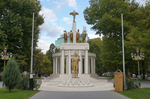 12669.Скопье.Парк Женщины-бойца.jpg