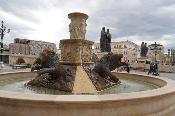 12621.Скопье.пл Филиппа II.Фонтан «Львы».jpg