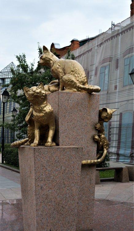 18.07.05_049_ Тюмень_ Сквер сибирских кошек.JPG