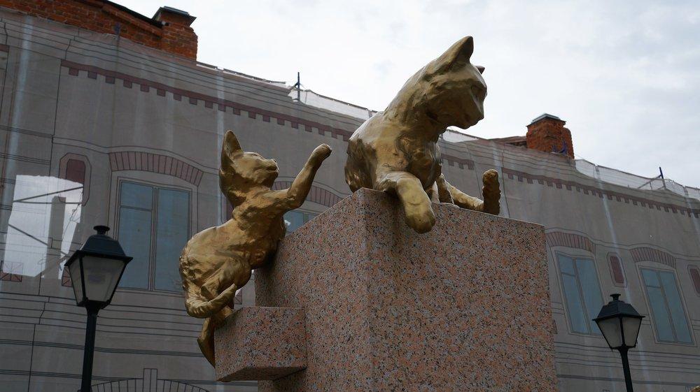 18.07.05_056_ Тюмень_ Сквер сибирских кошек.JPG