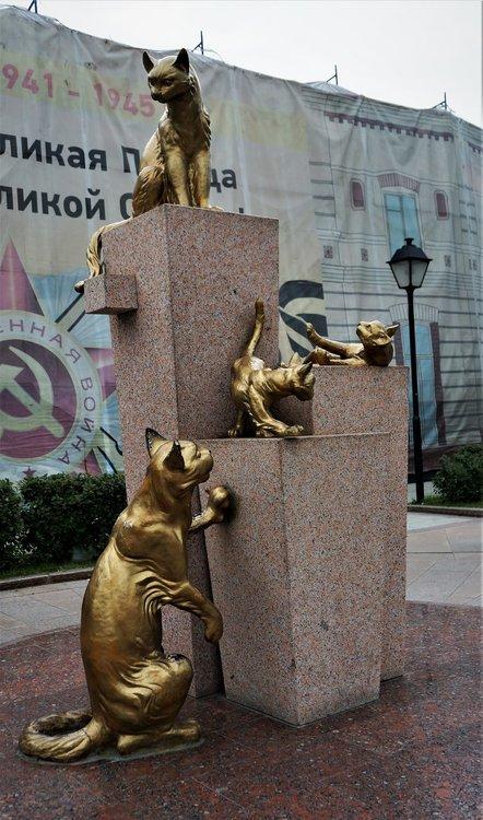 18.07.05_047_ Тюмень_ Сквер сибирских кошек.JPG