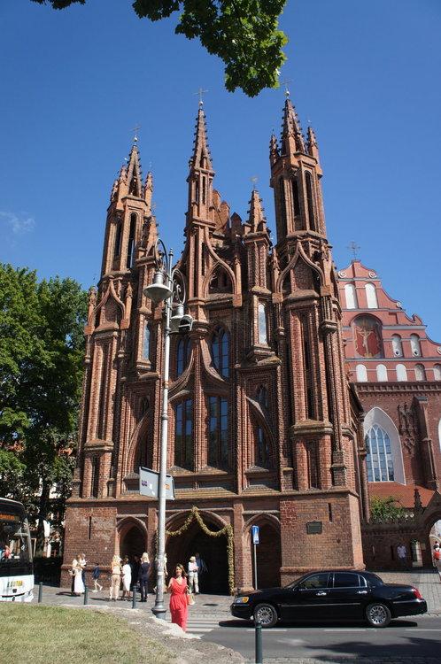DSC04417Вильнюс. Костел Святой Анны. и Бернардинский костел .JPG