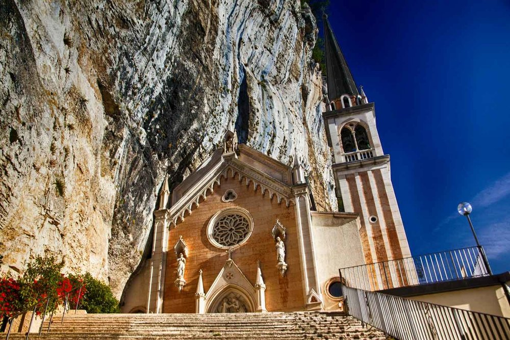 Santuario-Madonna-corona-fronte.jpg