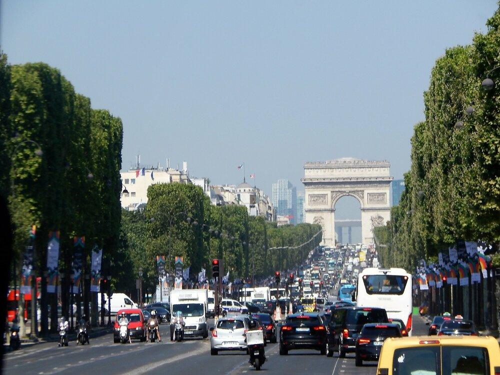 Париж Елисейские поля.jpg