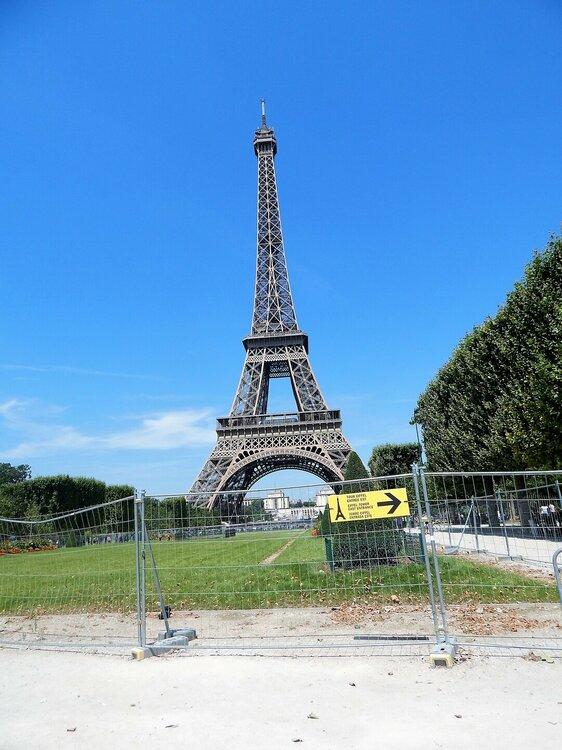 Париж забор.jpg