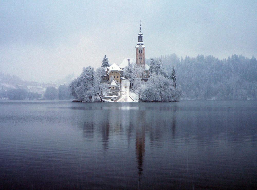 Bled_under_the_snow.JPG