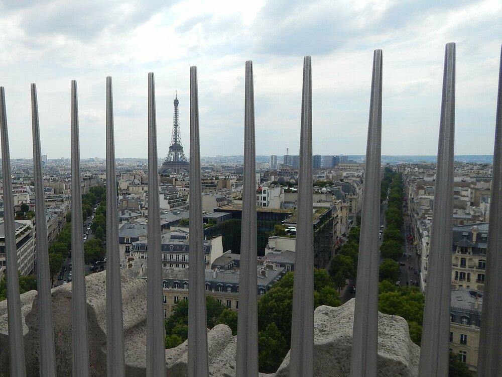 Париж Триумфальная арка 11.jpg