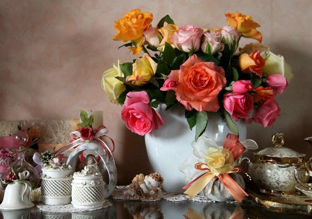 roses_flowers_bouquet_vase_porcelain_bow-1068477.jpg!d.jpg