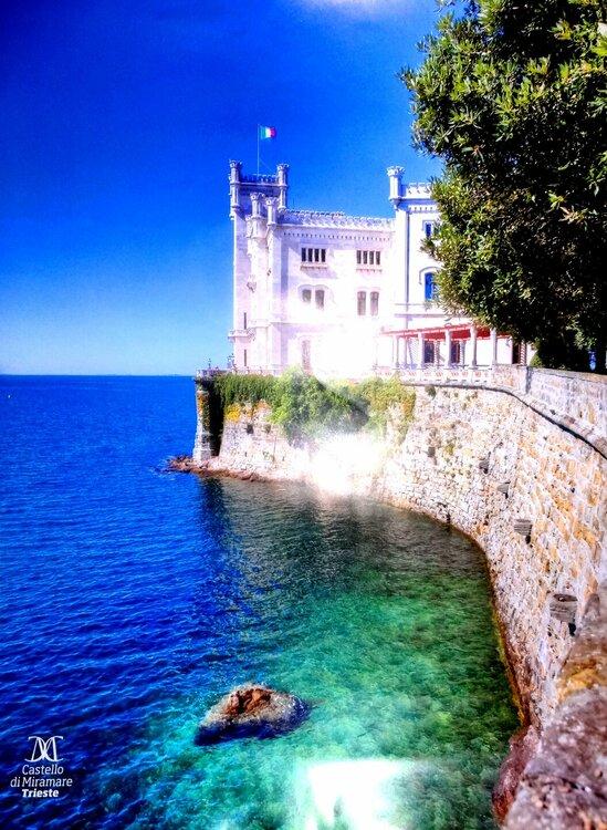 Замок Мирамаре.jpg