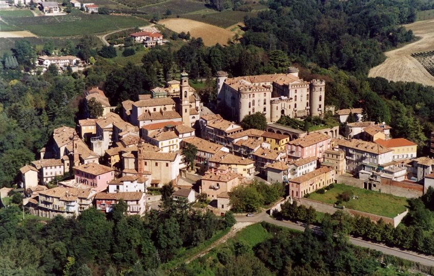 Castello-di-Costigliole-dAsti-1.jpg