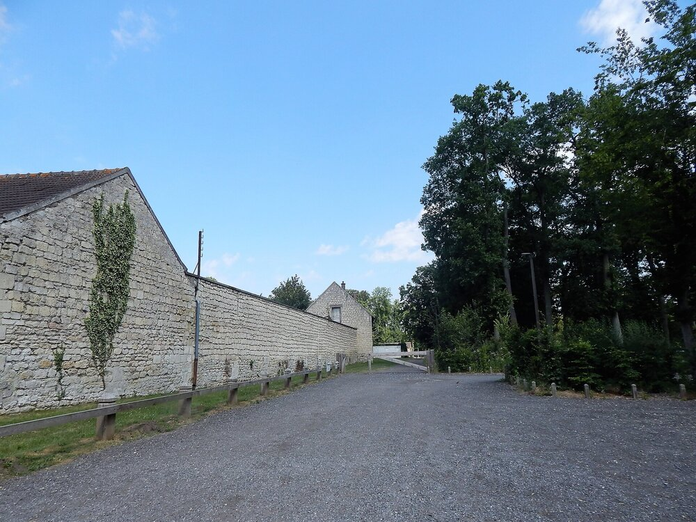 Шантийи( дорога от парковки1).jpg