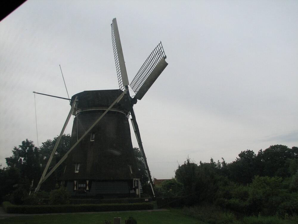 мельница, которую рисовал ван Гог.JPG