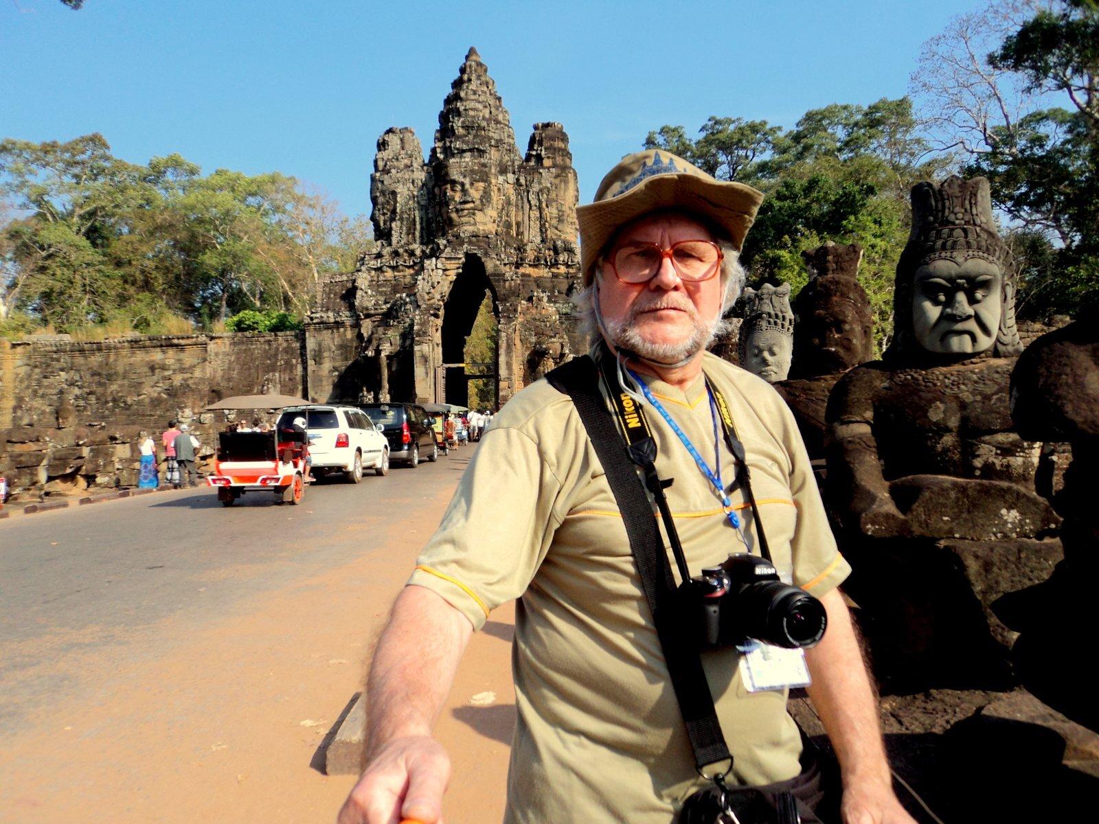 КАМБОДЖА, Ангкор-Тхом (Великая столица): Южные Ворота, Храмовый комплекс Байон, Храм-гора Бапуон