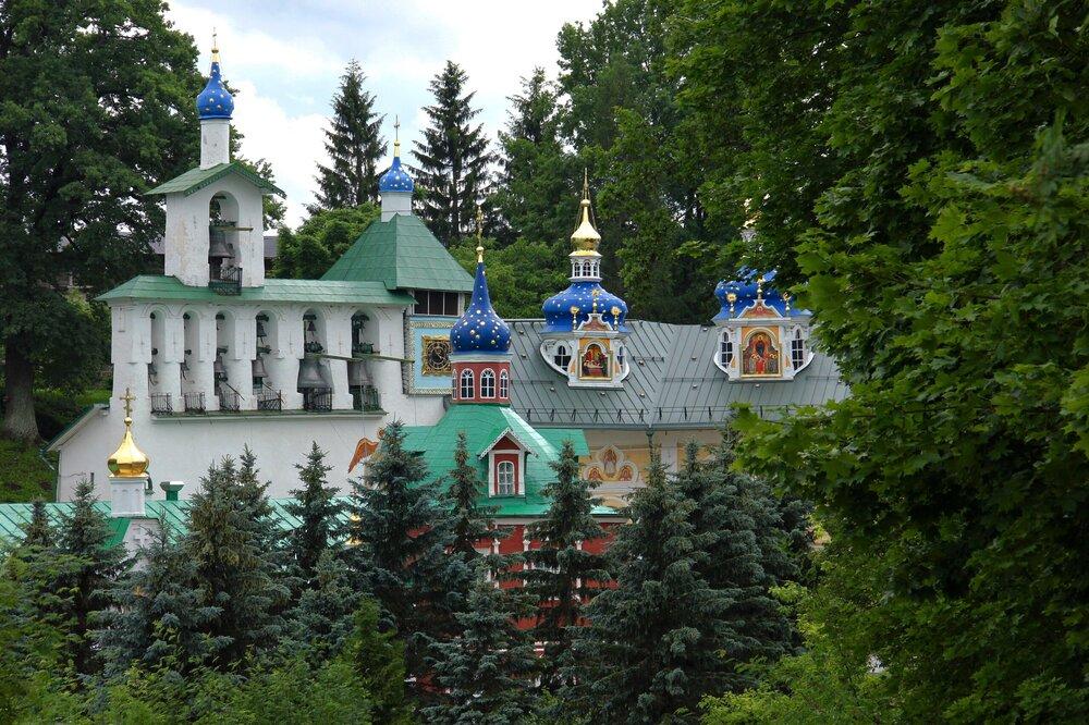 Файл_Pskovo-Pechersky_Monastery_1.jpg