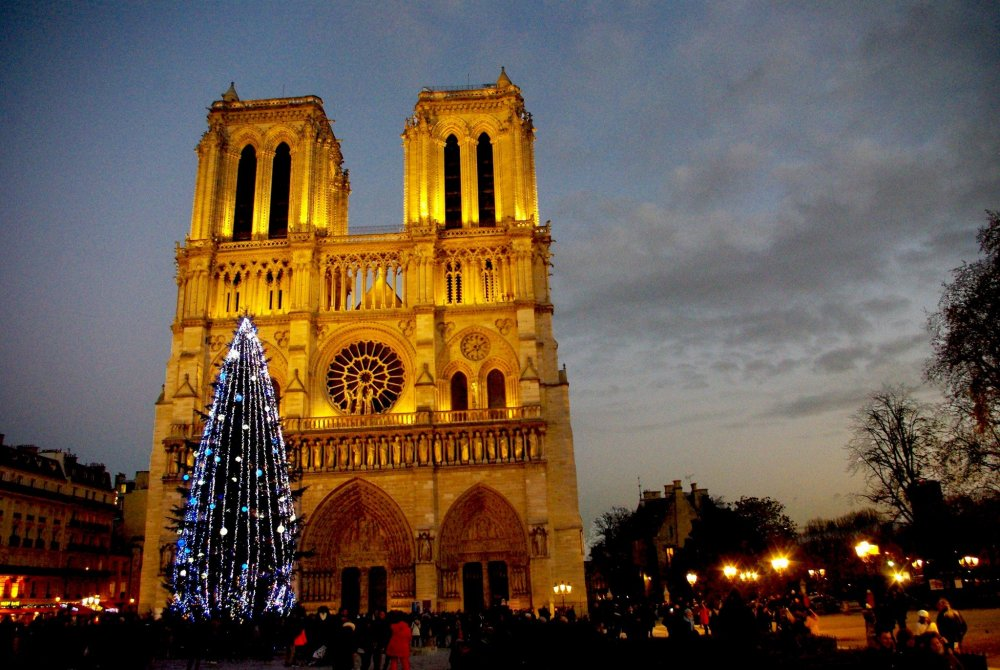 Notre-Dame-Christmas-01----French-Moments1.jpg