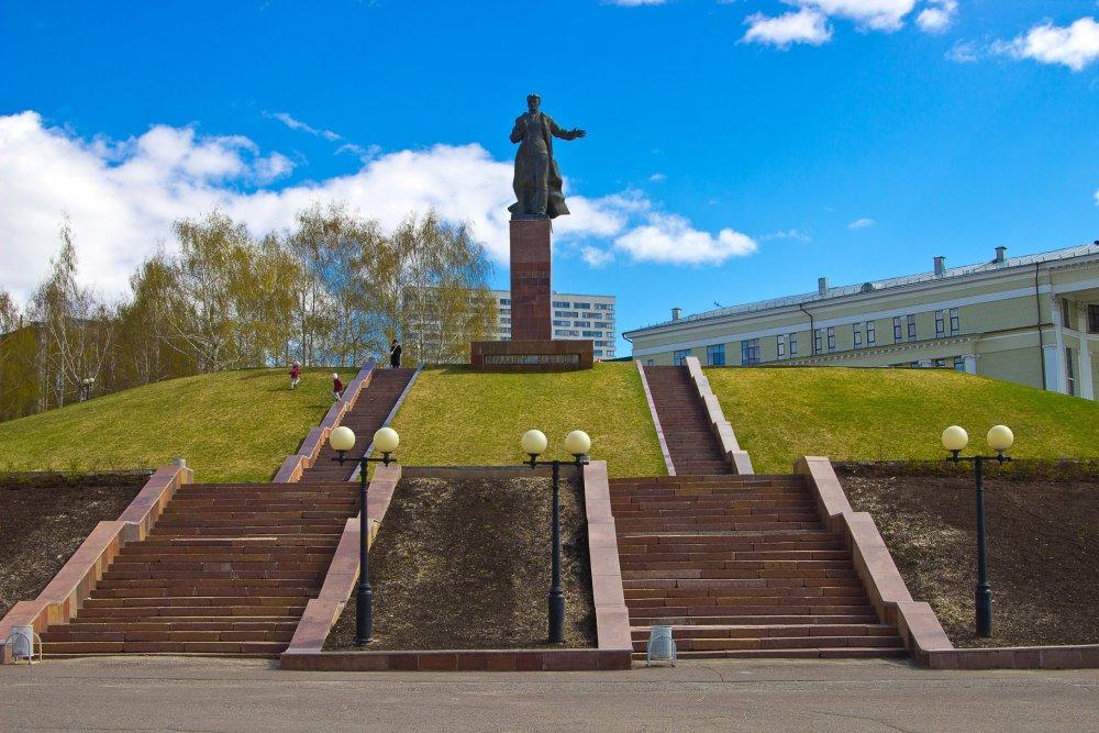 IMG_6649-1 Казань Памятник Вахитову.jpg