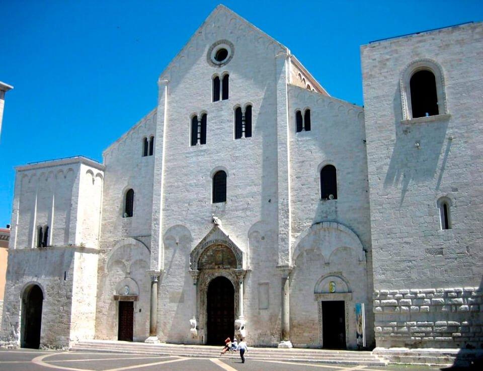 Bazilika-Svyatogo-Nikolaya[1].jpg