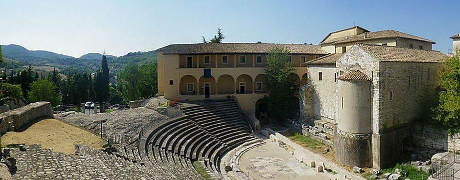 Spoleto-Teatr-s-dvukhtysya[1].jpg