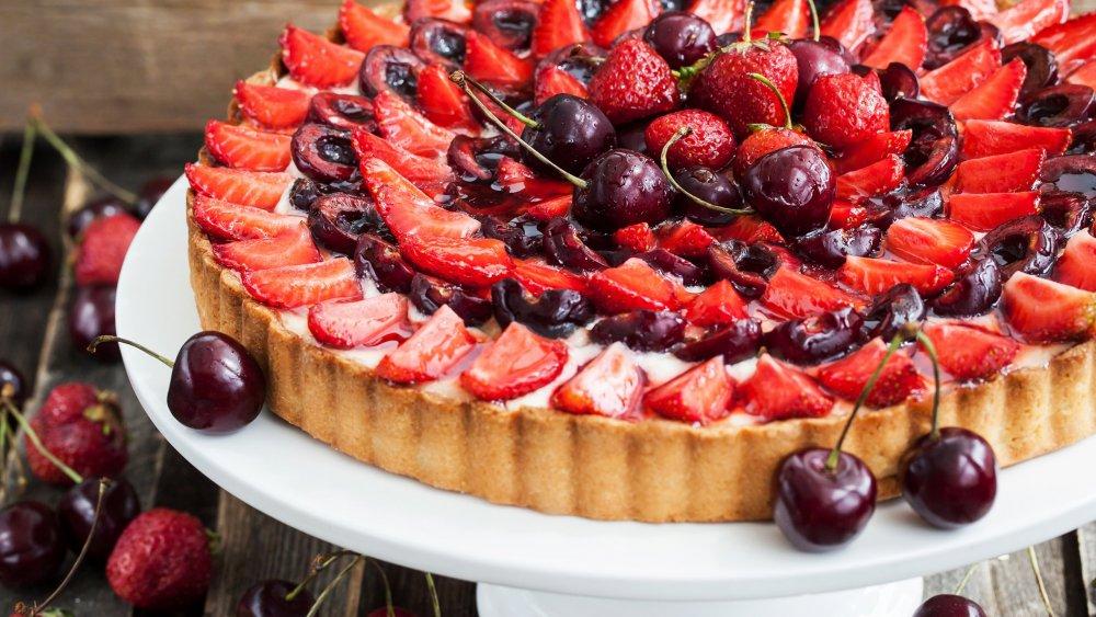 Baking_Pie_Strawberry_Cherry_512466_3840x2160.jpg
