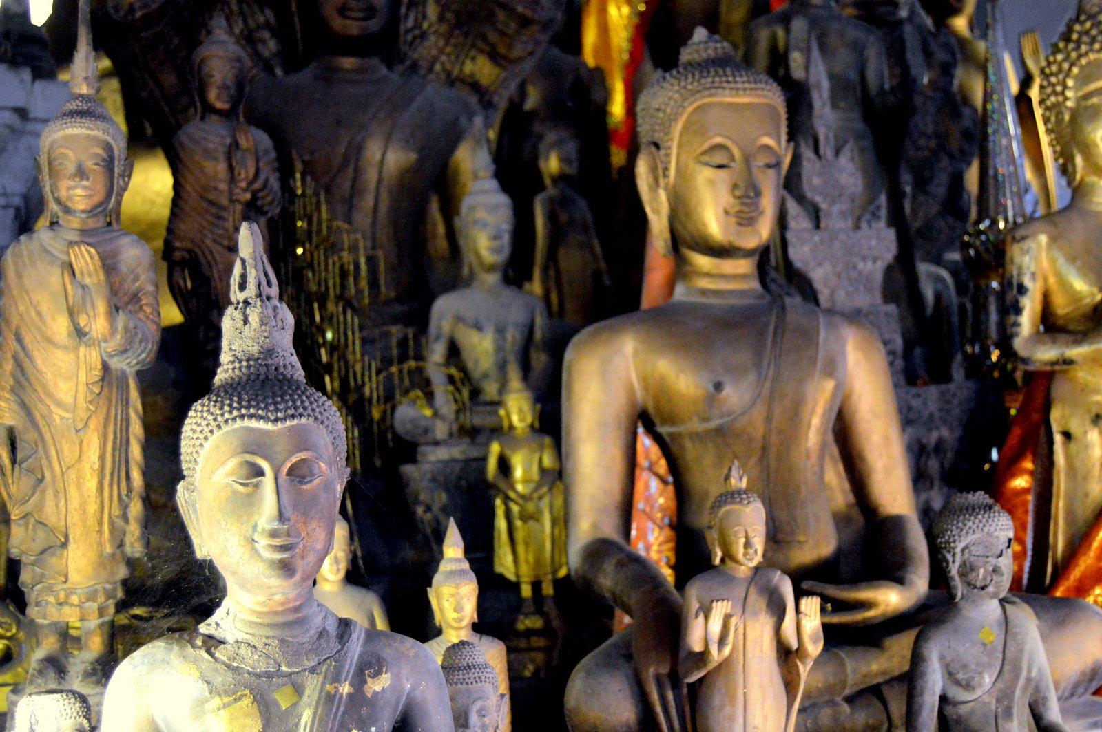 ЛАОС, Луанг-Прабанг. Храмы Ват Висан, Ват Ахам, монастырь Ват Ксьенг Тхонг