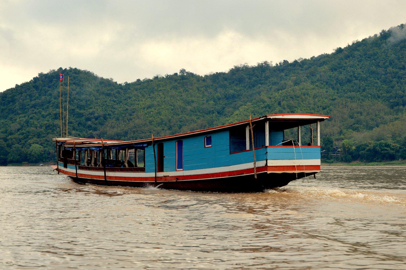 ЛАОС, Луанг-Прабанг: река Меконг, деревни Бан Сангхай и Бан Сиенглек; Священные пещеры Пак Оу (сумбурные наброски)