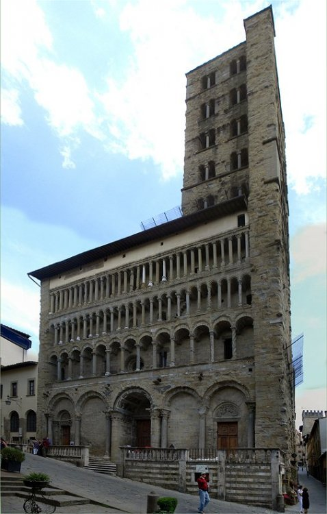 Igreja_Santa_Maria_della_Pieve_Arezzo[1].jpg