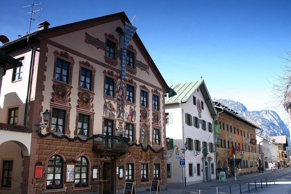 Garmisch-Partenkirchen_Germany_-_panoramio.jpg