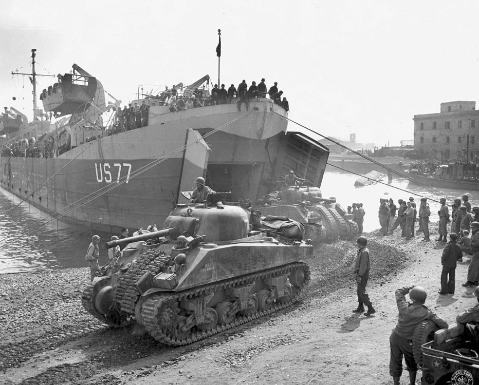 Shermans_disembarking_from_LST_at_Anzio.jpg