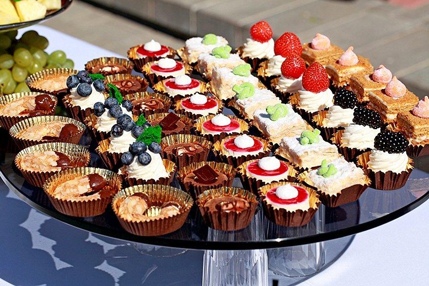 Sweets_Cake_Many_501674[1].jpg