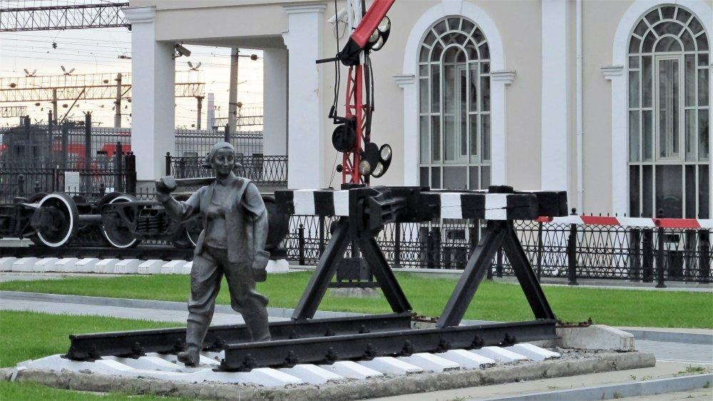 012_Музей свердловской железной дороги_Женщина с кувалдой.JPG