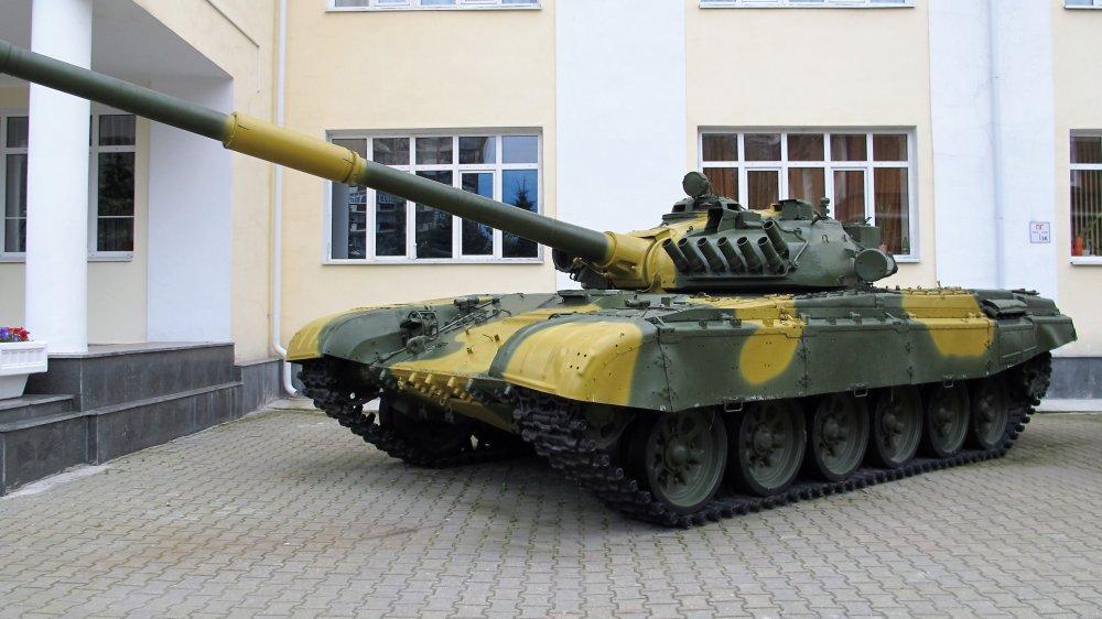 031_Танк Т-72 у Дворца культуры железнодорожников.JPG
