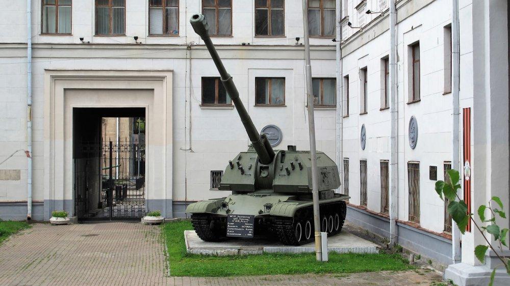 196_Военная техника, Первомайская ул., 27.JPG